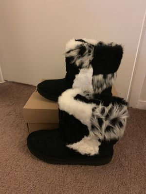 100% Authentic Brand New in Box UGG Classic Short Patchwork Fluff Boots / Women size 6 for Sale in Lafayette, CA