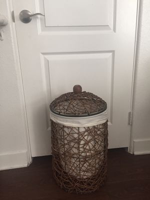 (1) Large basket for Sale in Rancho Cucamonga, CA