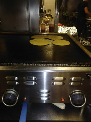 Flat top grill / griddle , electric 220,v for Sale in Stickney, IL