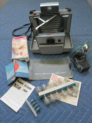 Vintage Polaroid Automatic 103 Land Camera Very Nice Condition With Ca for Sale in Amityville, NY
