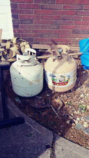 2 propane tanks $10 each for Sale in NO HUNTINGDON, PA