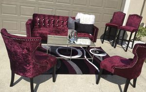 Beautiful set ...Sofa,2accent chairs,2barstools and coffee table,rug (PILLOWS &decor on table is not FOR SALE!) $1,100 OBO for Sale in Kissimmee, FL