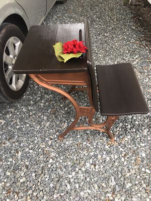 Gorgeous antique school desk firm price porch pick up in Burlington for Sale in Burlington, NC