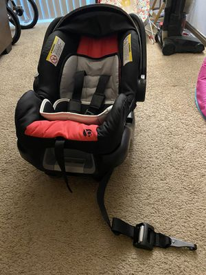 BabyTrend infant car seat with base for Sale in Blue Springs, MO