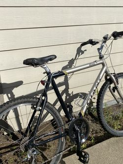 Giant Bike ALUMINUM 26x for Sale in Tacoma,  WA