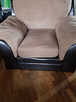 **Free** Oversized Lounge Chair for Sale in Tacoma,  WA