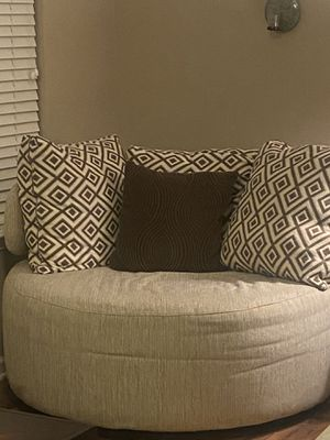 Sectional w/ pillows and end table for Sale in Durham, NC