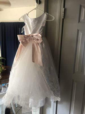 White Dress size 4T-5t for Sale in Lakewood, CA