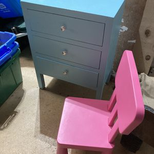 Kids dresser and kids chair for Sale in Bolingbrook, IL