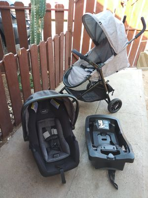 Stroller car seat and base for Sale in Phoenix, AZ