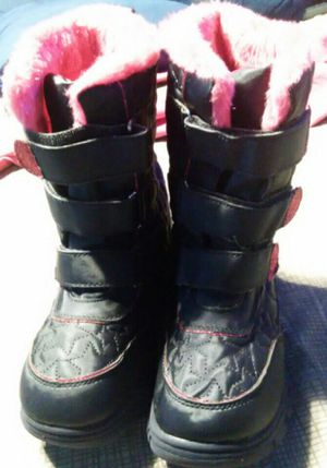 Girl's Size 4 Snow Boots/Botas de Nieve talla 4 for Sale in Madera, CA