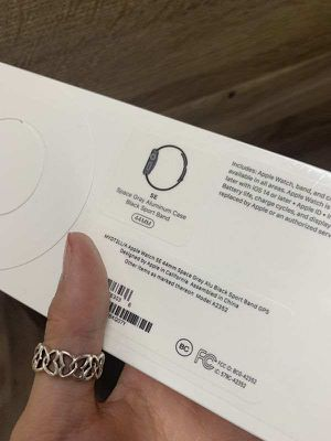 Apple Watch SE 44mm GPS ONLY WWN for Sale in Mesquite, TX