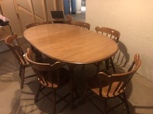 Kitchen table with two leaves and 7 chairs for Sale in Joliet, IL