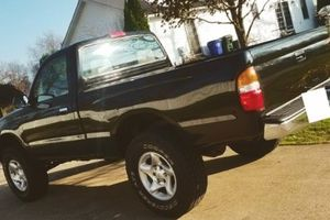 Its a Toyota!!! They run forever TOYOTA TACOMA 2001 for Sale in Milwaukee, WI