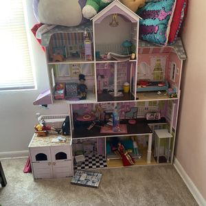 4 Feet Tall Doll House With Furniture And Dolls Included for Sale in Riverside, IL