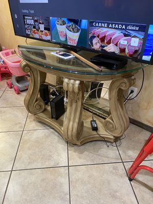 Coffee table , 2 side tables and the sofa table pictured TV NOT INCLUDED for Sale in Fontana, CA