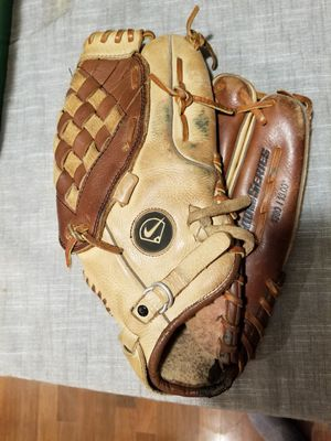 "13"" Nike softball baseball glove broken in for Sale in Norwalk, CA"