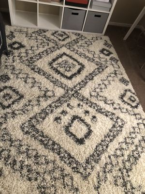 5'3 by 7'6 rug for Sale in Tulare, CA