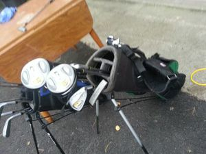Kids golf clubs, Walter Hagen series 2 with pop up bag included for Sale in Bolingbrook, IL