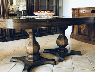 Antique Italian Dining Room Table And Chairs for Sale in Anaheim,  CA