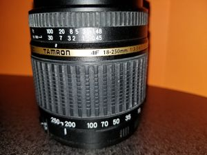 Tamron 18-250mm lens (Canon) for Sale in Aurora, OH