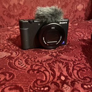 Sony - ZV-1 20.1-Megapixel Digital Camera for Content Creators and Vloggers - Black for Sale in Seymour, CT