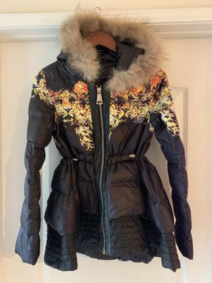 Beautiful puffy women jacket with tiger print and faux fur hoodie size Medium... PLEASE READ DESCRIPTION for Sale in Los Angeles, CA