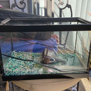 FISH TANK small-medium I Want To Say A 2.5 To5 Gallon Tank for Sale in Chino, CA