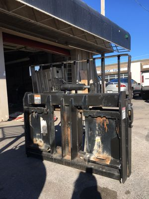 Hydraulic Skid Steer tilt quick attach. for Sale in Oklahoma City, OK