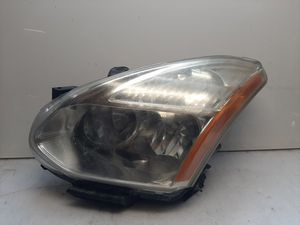 2008 - 2013 Nissan Rogue headlight for Sale in Lynwood, CA