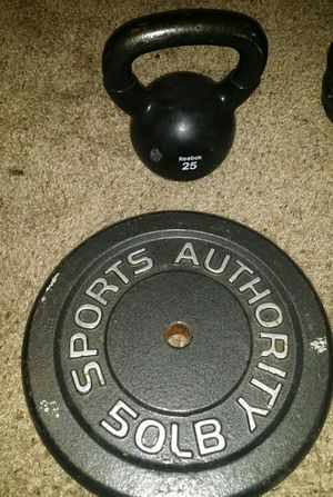 50lb weight and 25lb kettle bell for Sale in Deerfield Beach, FL