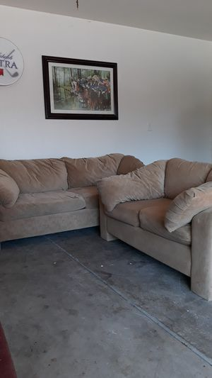 Light brown couch and loveseat for Sale in Tracy, CA