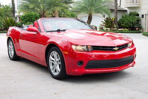 2014 CHEVY CAMARO CONVERTIBLE LT. LOW MILES. BACK UP CAMERA. LIKE MUSTANG for Sale in Boca Raton, FL