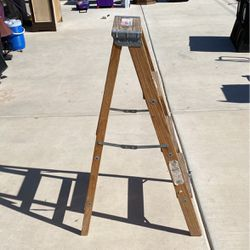 4ft Ladder for Sale in Las Vegas,  NV