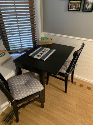 Kitchen table with hidden leaves for Sale in Palatine, IL