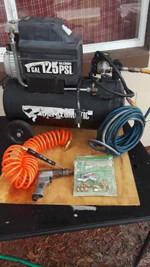 8 gallon air compressor and hoses for Sale in Auburndale, FL