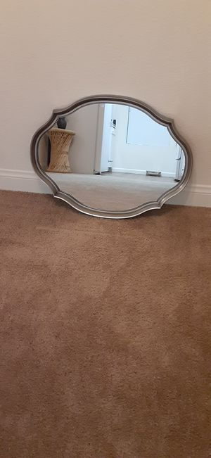 Small wall mirror for Sale in Las Vegas, NV