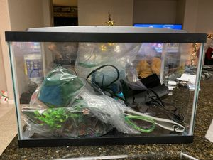FULLY FUNCTIONAL FISH TANK W/ EXTRAS FOR SALE!! for Sale in Modesto, CA