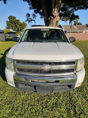 2011 chevy silverado xcab for Sale in Miami, FL