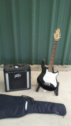 Peavey Raptor w/ logo bag + Peavey amp for Sale in Jonestown, TX