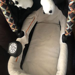 Baby Swing And Baby Travel Bed for Sale in Dundalk, MD
