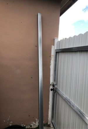 "Fence post 2,5""x 2,5""x 8' for Sale in Opa-locka, FL"