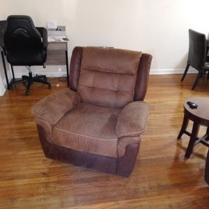 2019 Lazyboy Recliner And Couch,, Brown suade for Sale in Elkridge, MD
