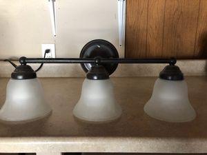 Bathroom light fixture, great condition for Sale in Sacramento, CA