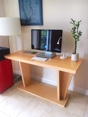 NICE-LOOKING, SUPER SLEEK & CLEAN CONSOLE TABLE for Sale in New Rochelle, NY