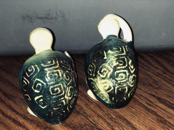 Vintage Enesco Swifty the turtle Salt & Pepper shakers
