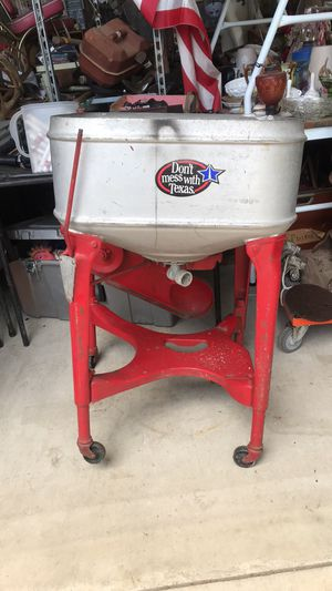 ANTIQUE WASHING MACHINE for Sale in Poteet, TX