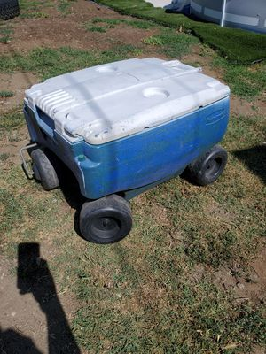 Ice chest 4-wheel Cooler Big Great for outdoor events of any kind--sports, picnics, boating, camping for Sale in Montclair, CA