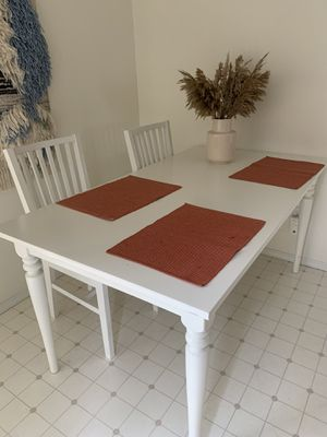 White dinning table NEED GONE ASAP for Sale in Federal Way, WA