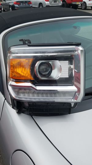2015-2017 GMC SIERRA HD HID FACTORY RIGHT SIDE HEADLIGHT for Sale in Bogota, NJ